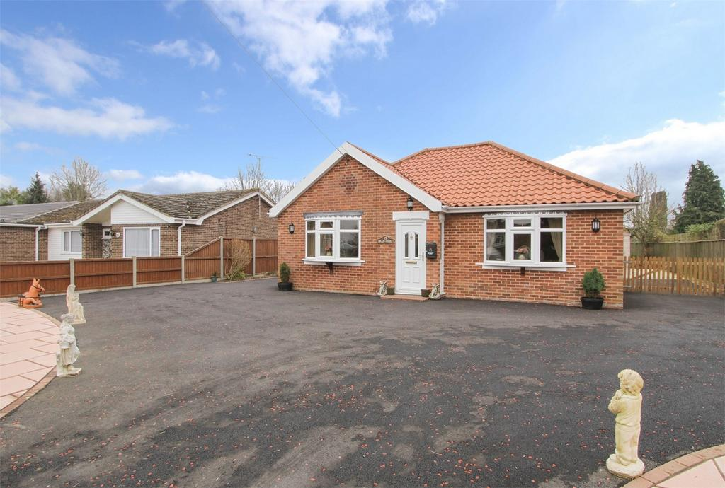 2 Bedrooms Detached Bungalow for sale in Richmond Road, Saham Toney, Norfolk