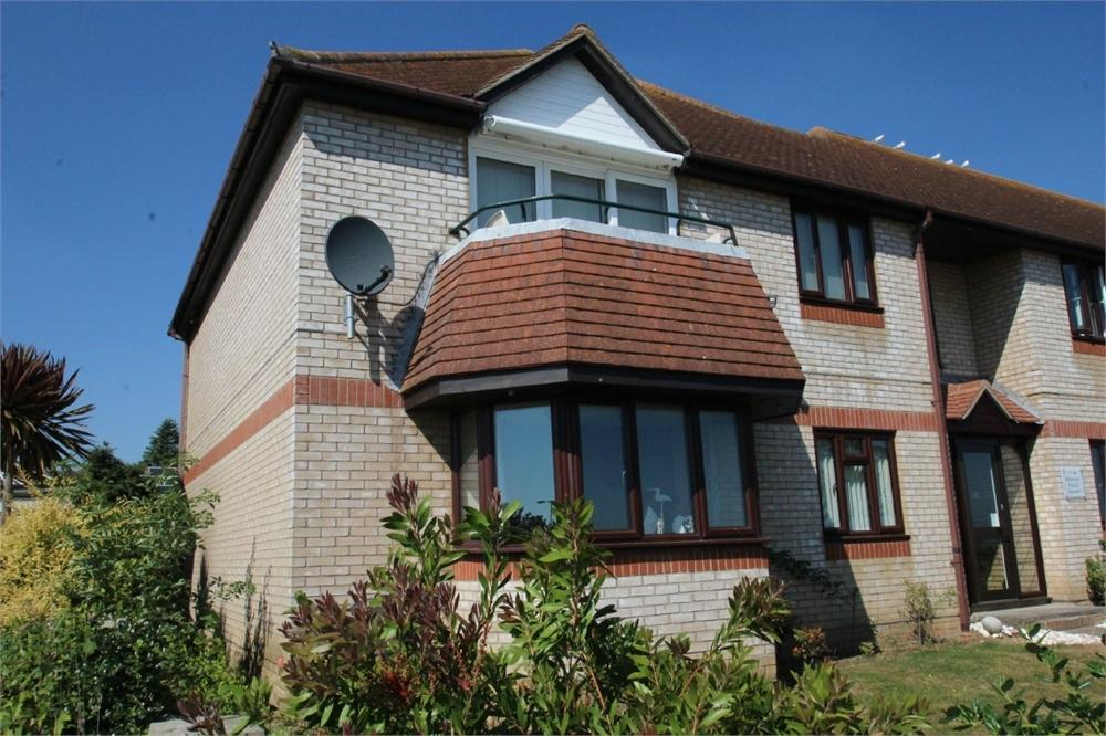 2 Bedrooms Flat for sale in Victoria Esplanade, West Mersea, COLCHESTER, Essex