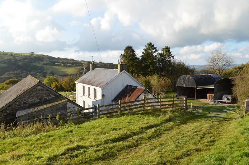 4 Bedrooms Land Commercial for sale in Penrhiw Uchaf , Llanddeusant, Llangadog, Carmarthenshire. SA19 9YT