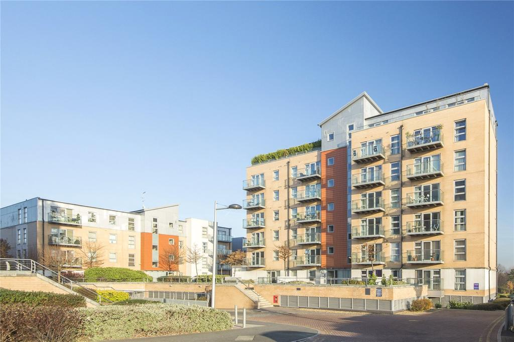 2 Bedrooms Flat for sale in Marquess Heights, Queen Mary Avenue, London, E18