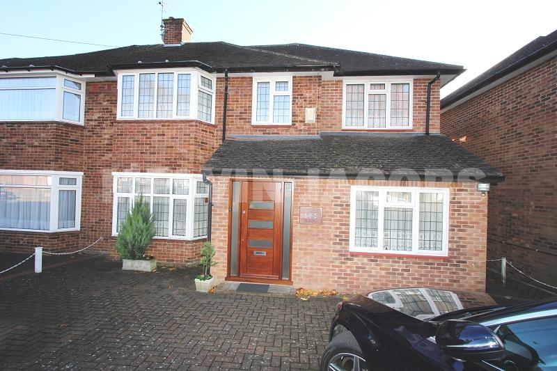 4 Bedrooms Semi Detached House for sale in Francklyn Gardens, Edgware, Greater London. HA8 8SA