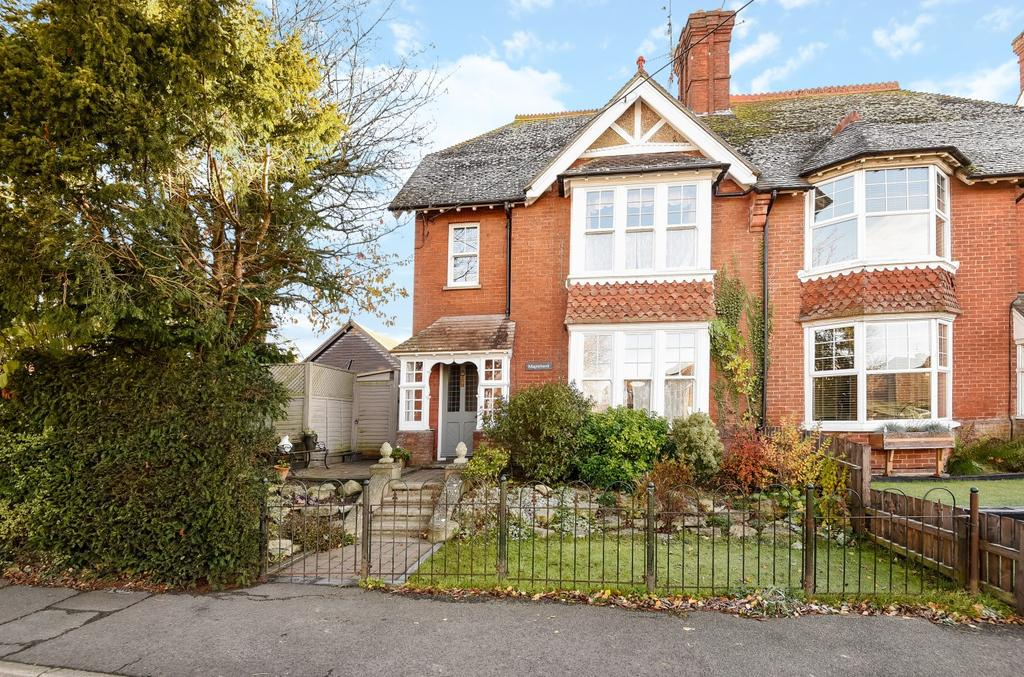3 Bedrooms Semi Detached House for sale in Henfield Road, Cowfold, RH13