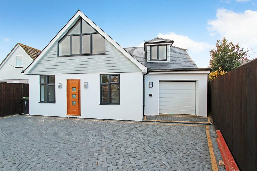 4 Bedrooms Chalet House for sale in CHRISTCHURCH