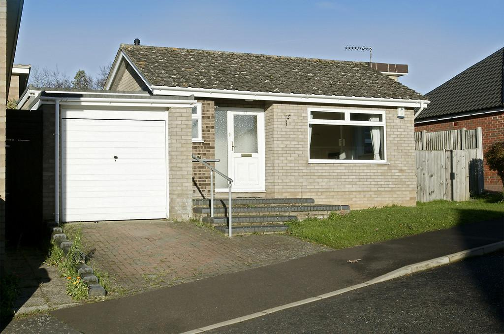 3 Bedrooms Detached Bungalow for sale in Eaton