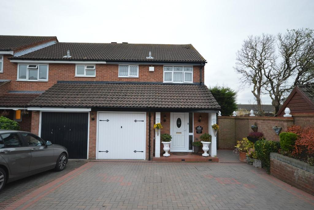 3 Bedrooms End Of Terrace House for sale in Aldwych Close, Hornchurch, Essex, RM12