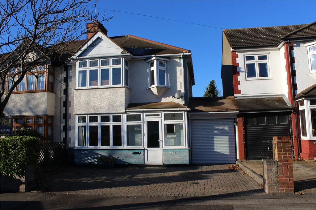 3 Bedrooms Semi Detached House for sale in Hyland Way, Hornchurch, RM11