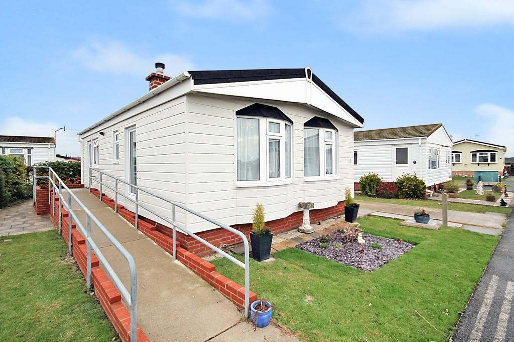 2 Bedrooms Detached Bungalow for sale in Regent Close, The Broadway, Lancing BN15 8NZ