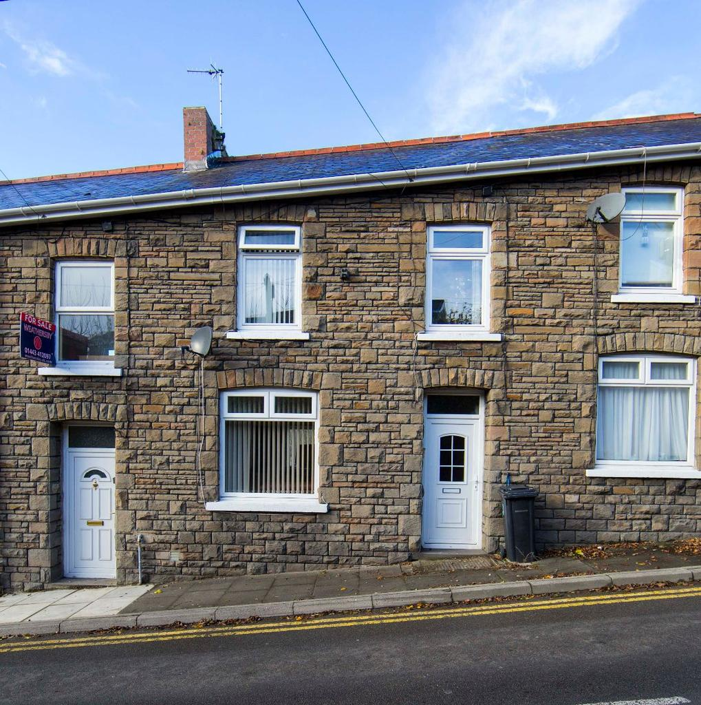 3 Bedrooms Terraced House for sale in Edwards Terrace, Trelewis, CF46 6AR