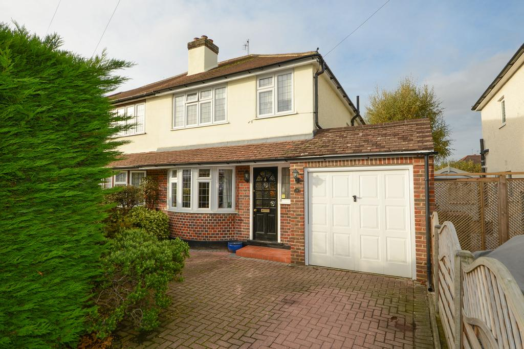 3 Bedrooms Semi Detached House for sale in Normanhurst Road, WALTON ON THAMES KT12