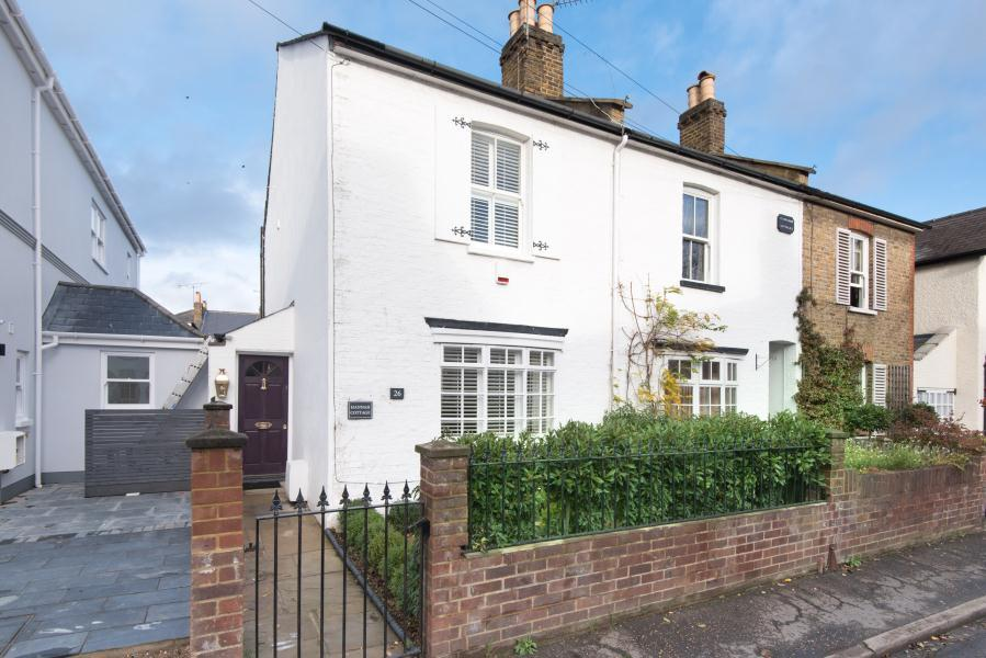 2 Bedrooms End Of Terrace House for sale in New road, Ham Common TW10