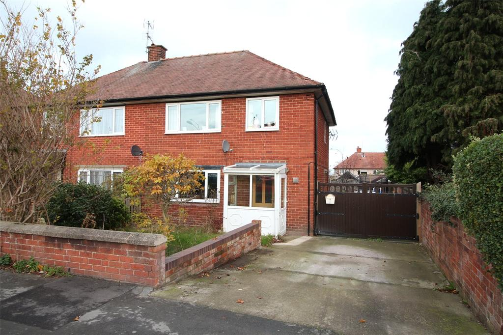 3 Bedrooms Semi Detached House for sale in Kingsmills, Wrexham, LL13