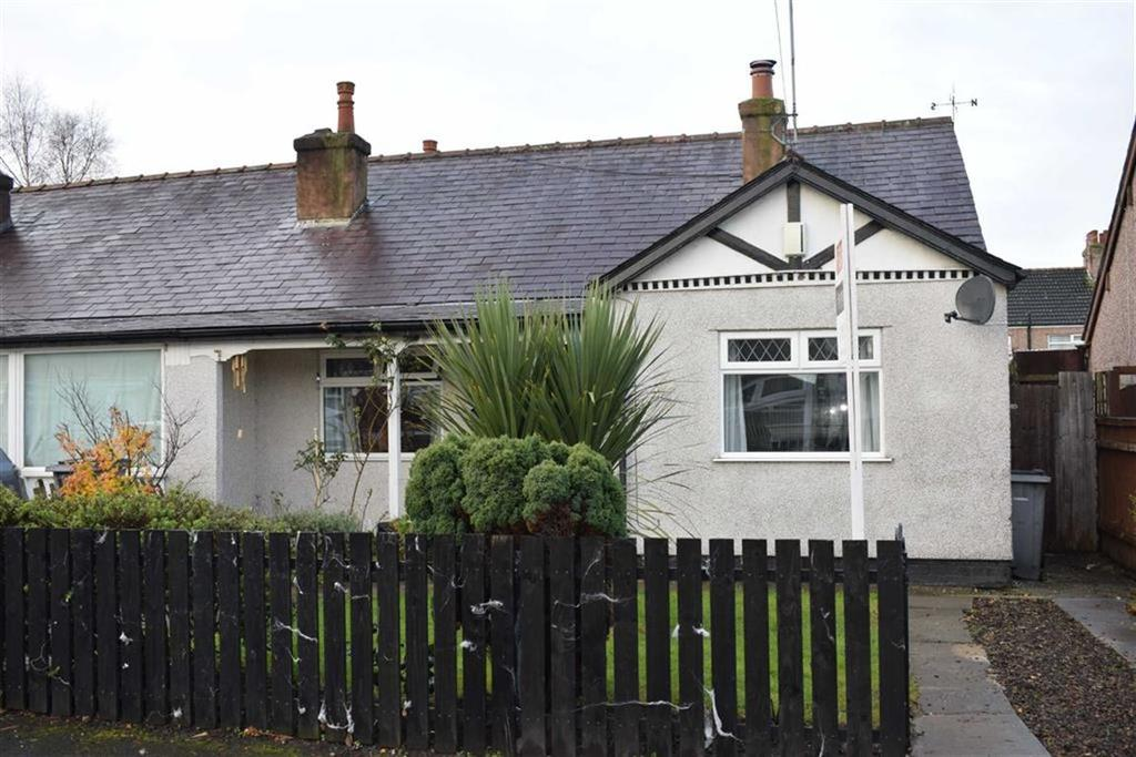 2 Bedrooms Semi Detached Bungalow for sale in Cartmel Drive, CH46