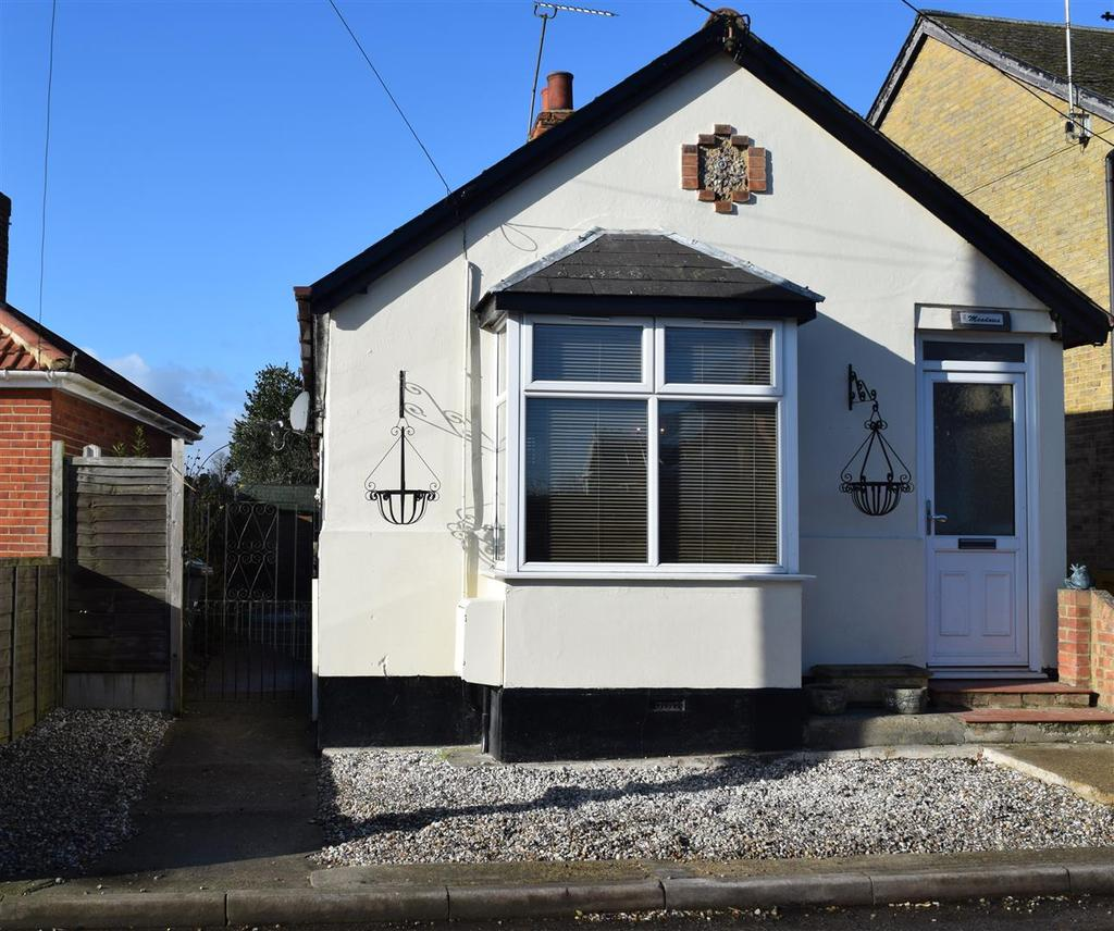 2 Bedrooms Detached Bungalow for sale in The Green, Hatfield Peverel, Chelmsford
