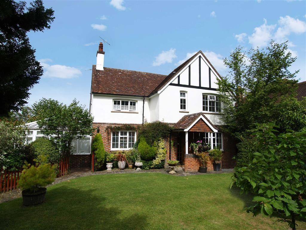 3 Bedrooms Detached House for sale in Haslemere Road, Fernhurst, Haslemere, Surrey, GU27