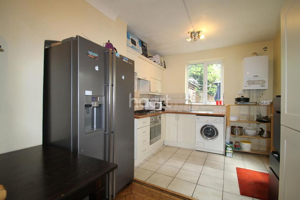 3 Bedrooms Maisonette Flat for sale in Boundary Road, Plaistow