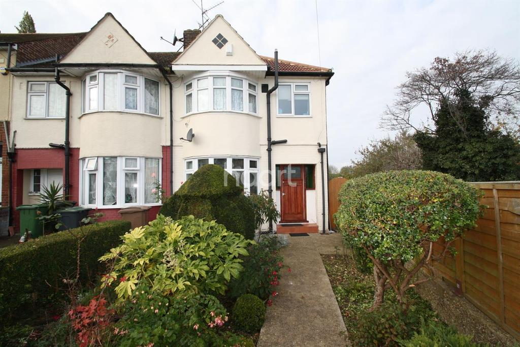 3 Bedrooms End Of Terrace House for sale in Central location, must view!