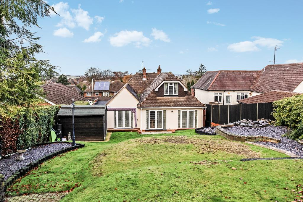 3 Bedrooms Detached House for sale in Tring Road, Dunstable LU6