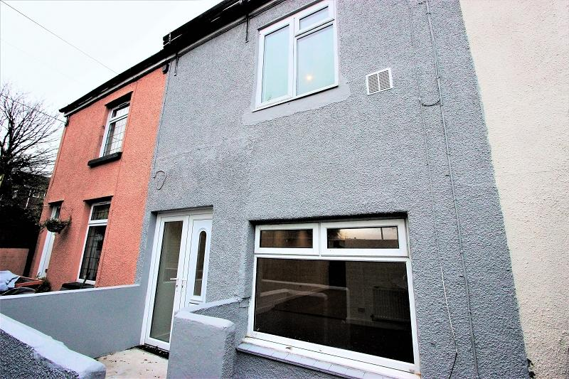 2 Bedrooms Terraced House for sale in Cefn Road, Rogerstone, Newport, Newport. NP10 9AQ