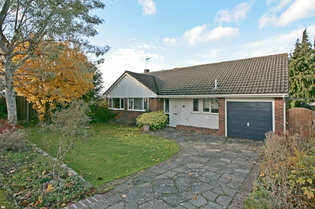 3 Bedrooms Detached Bungalow for sale in Sheridans Road , Bookham