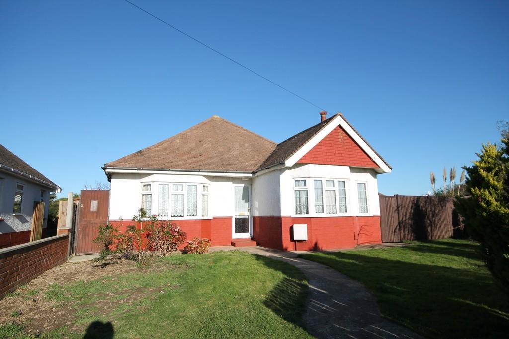 3 Bedrooms Detached Bungalow for sale in Crabtree Lane, Lancing BN15 9NN