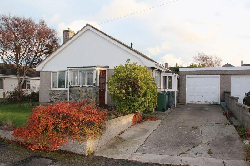 3 Bedrooms Detached Bungalow for sale in Bryn Moryd, Valley
