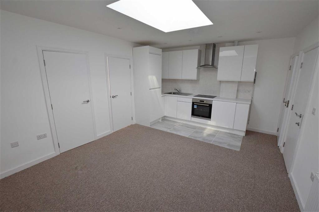 2 Bedrooms Apartment Flat for sale in Victoria Parade, Urmston