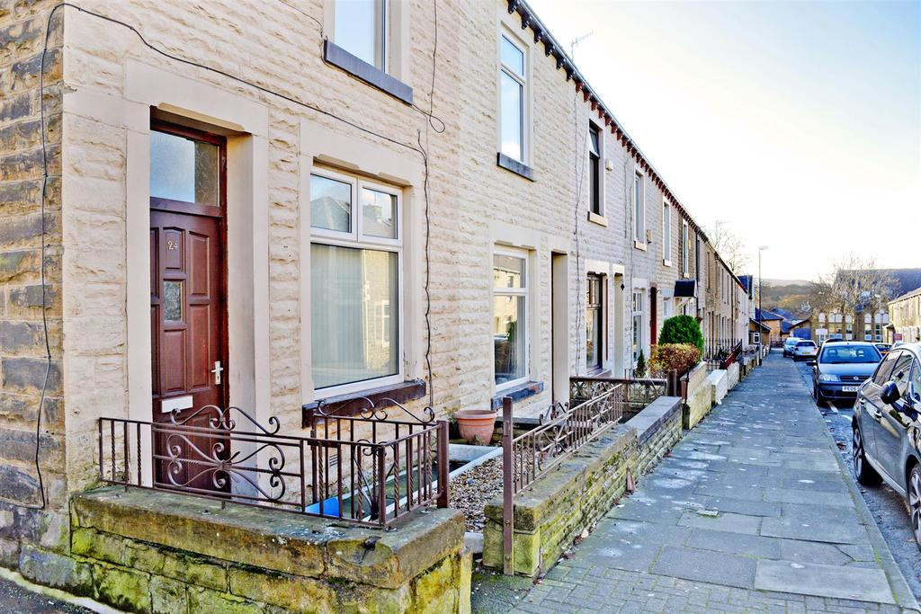 3 Bedrooms Terraced House for sale in St. Johns Road, Burnley