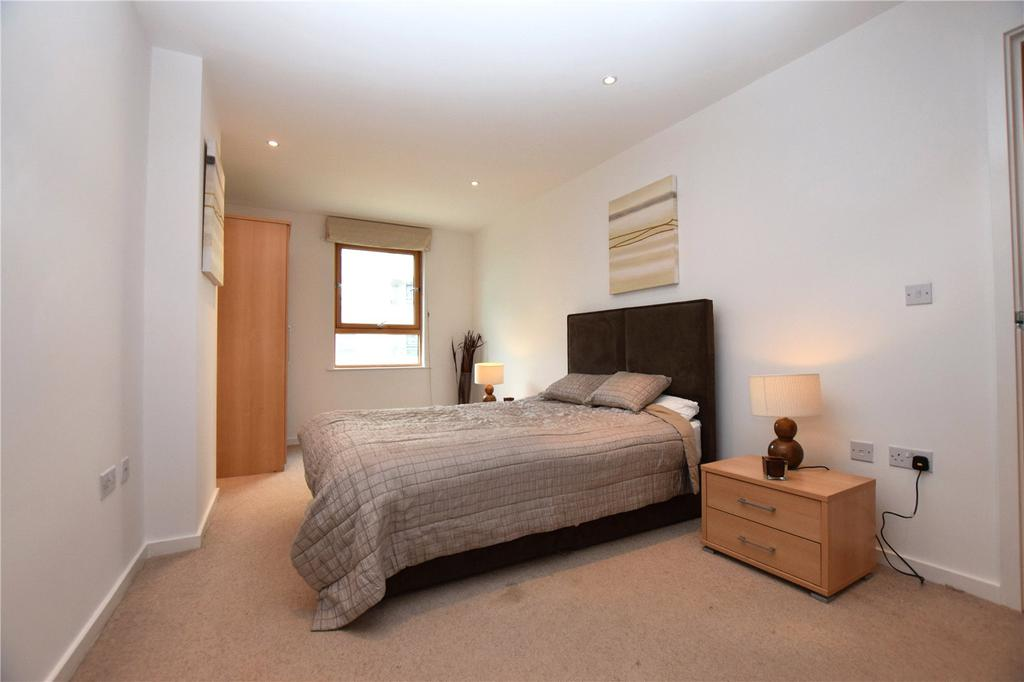 2 Bedrooms Apartment Flat for sale in Marsh Lane, Leeds, West Yorkshire, LS9