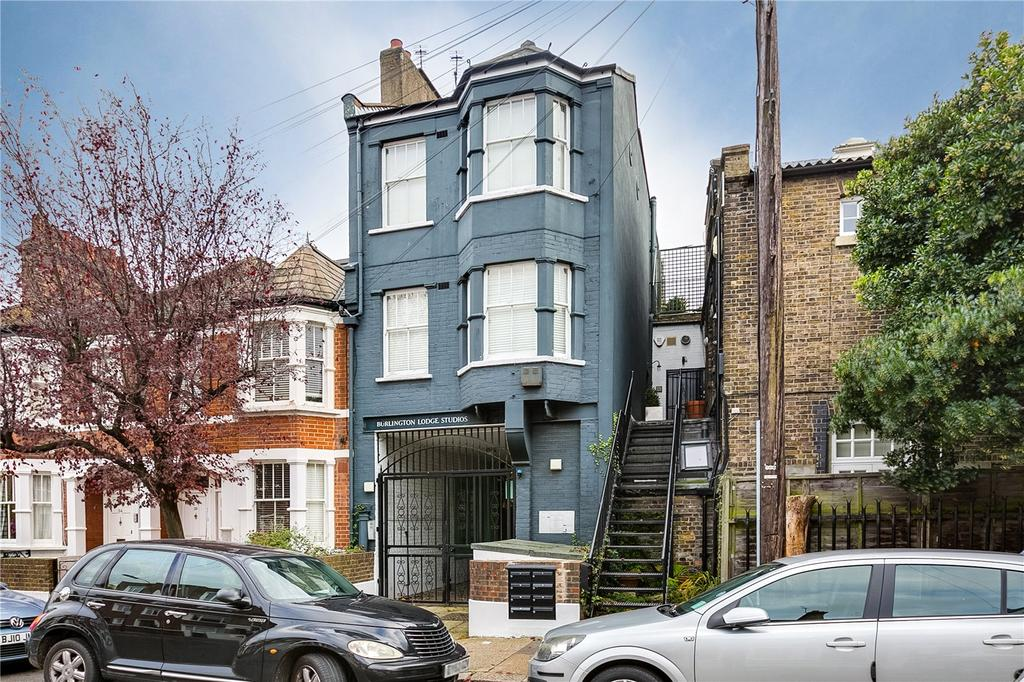4 Bedrooms Flat for sale in Rigault Road, Paesons Green, London