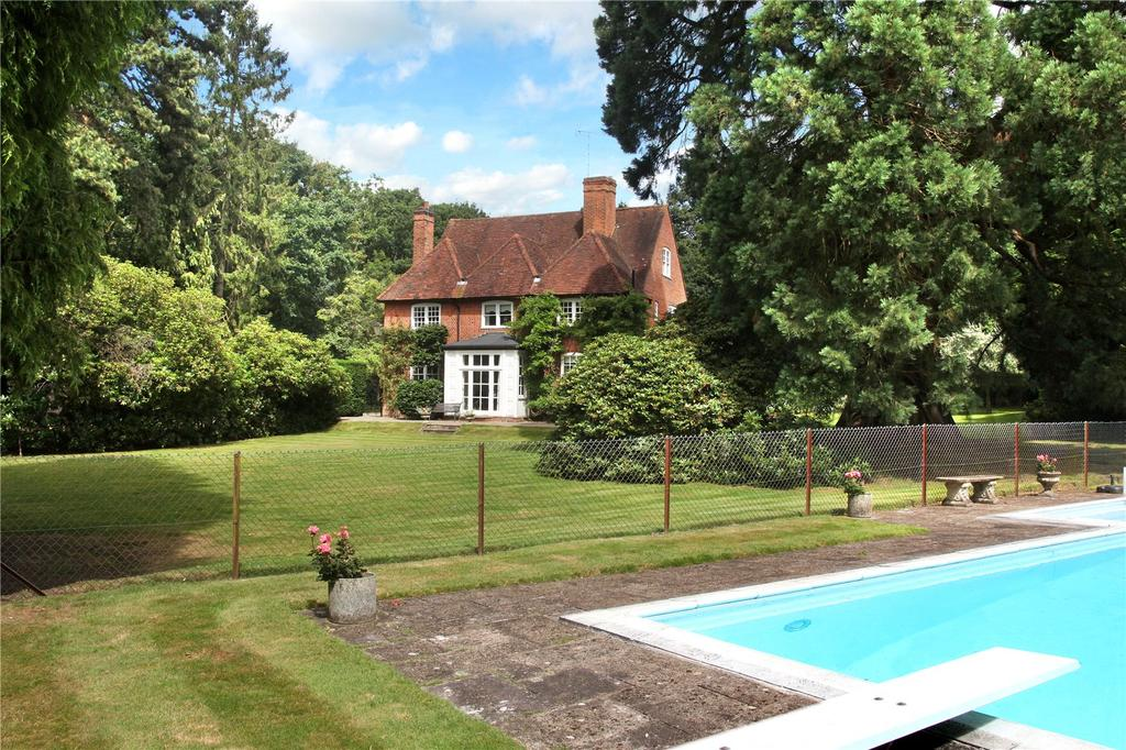 7 Bedrooms Detached House for sale in Valley End, Chobham, Surrey