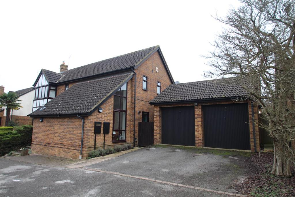 4 Bedrooms Detached House for sale in Bancroft Park, Milton Keynes