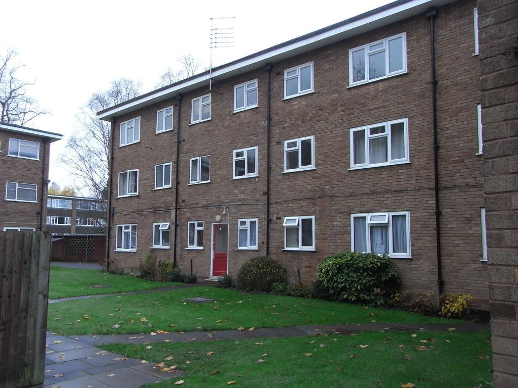 1 Bedroom Ground Flat for sale in Derwent Court, Garrard Gardens, Sutton Coldfield B73