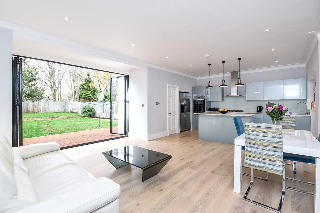 4 Bedrooms Semi Detached House for sale in Kent House Road Beckenham BR3