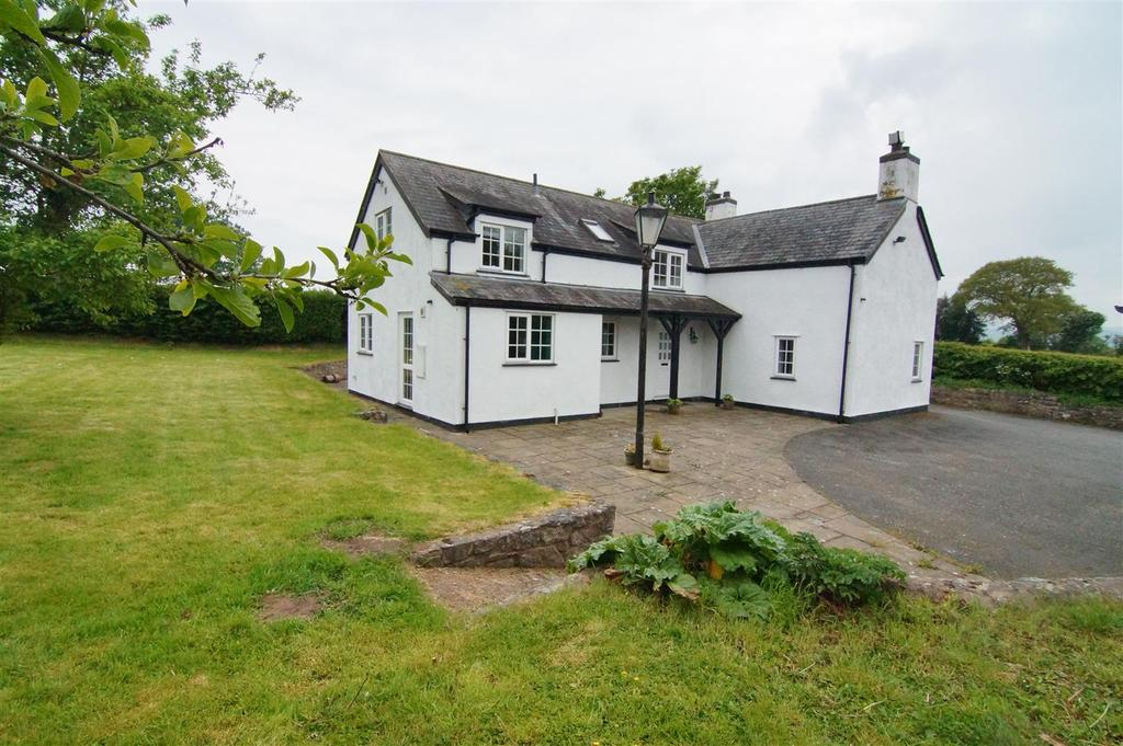 3 Bedrooms Detached House for sale in Llandyrnog, Denbigh