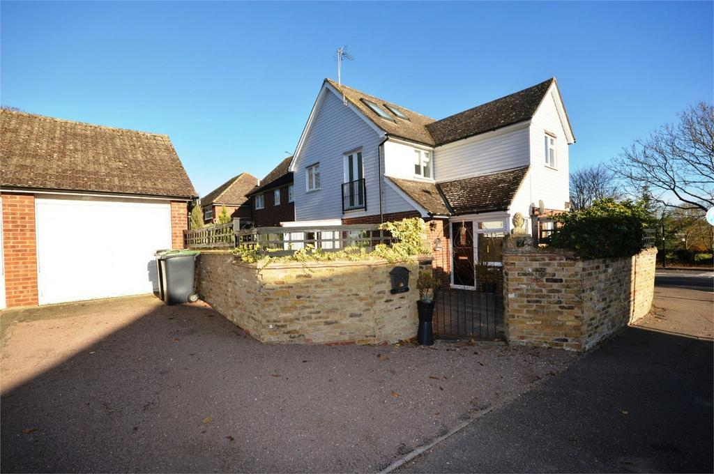 4 Bedrooms Detached House for sale in Godfrey Way, Great Dunmow