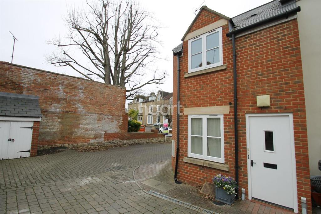 1 Bedroom Flat for sale in Ermin Mews, Stratton St Margaret
