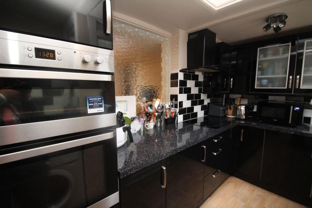 2 Bedrooms Terraced House for sale in Hele Road, Torquay