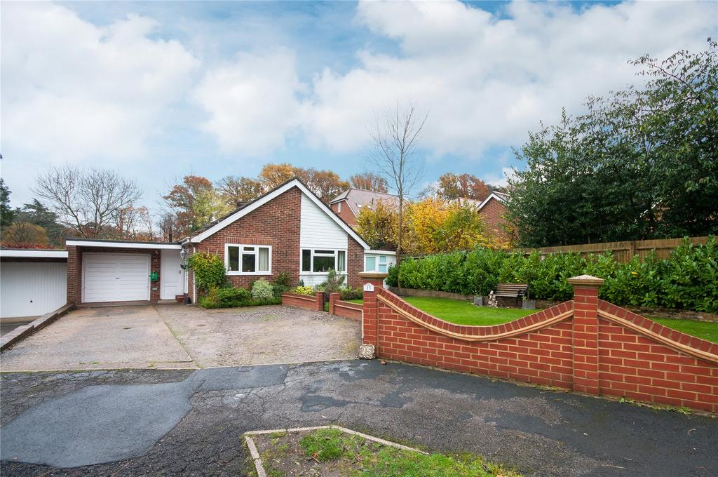 3 Bedrooms Detached Bungalow for sale in Ridgeway Drive, Dorking, Surrey, RH4