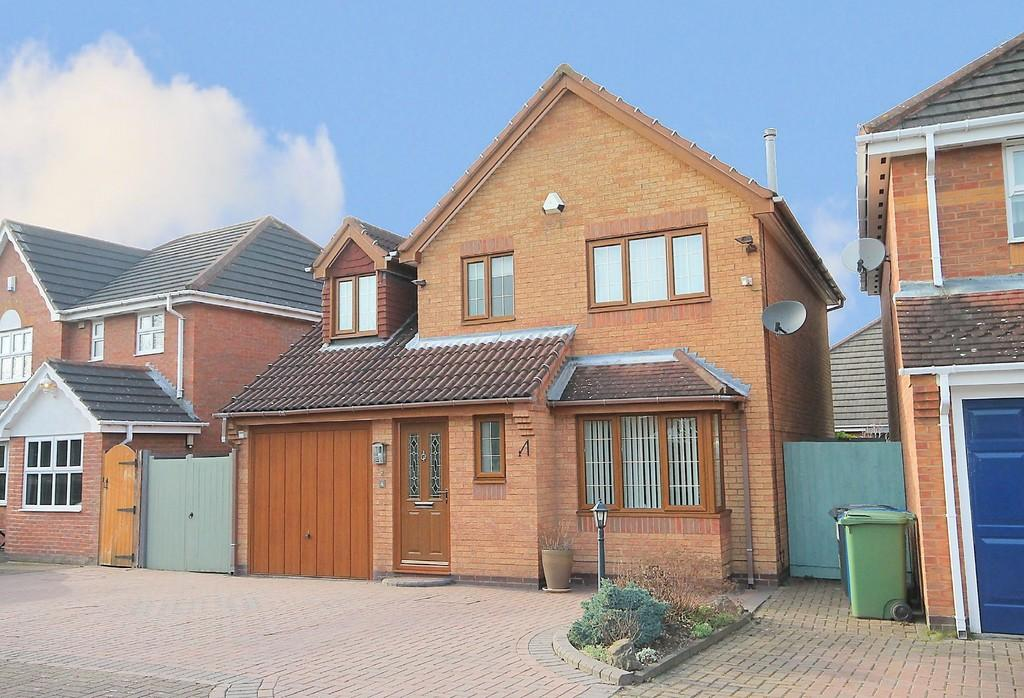 3 Bedrooms Detached House for sale in Lochsong Close, Dosthill, Tamworth, B77 1QA