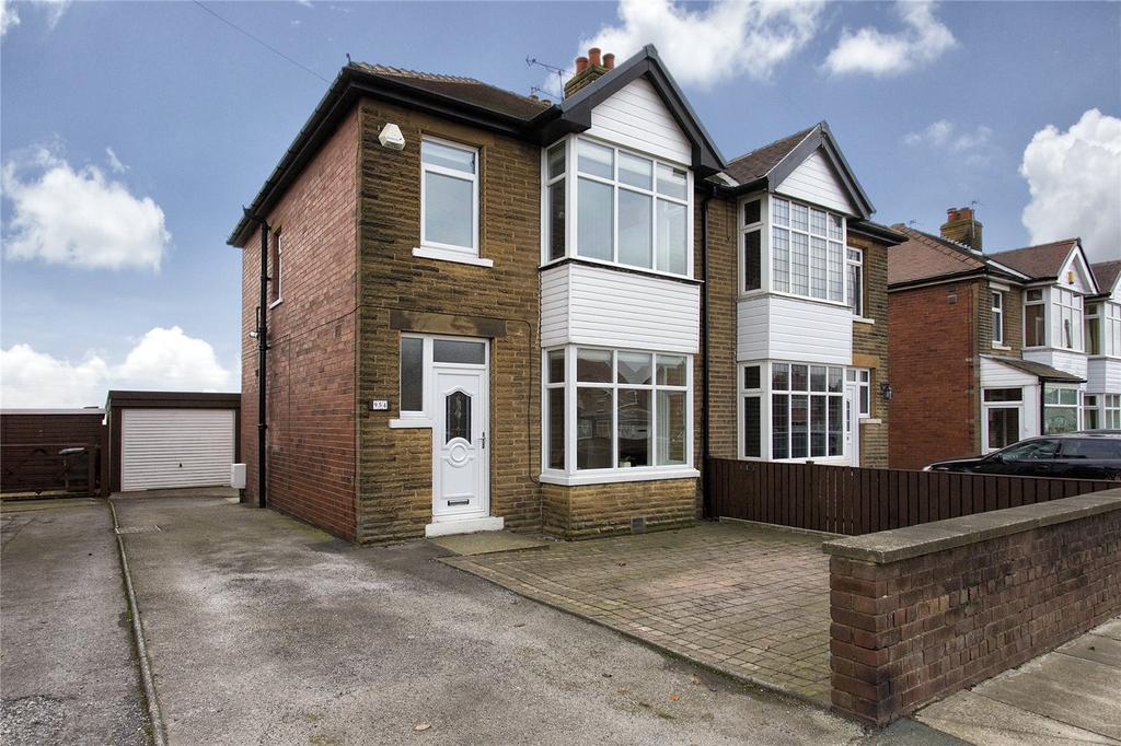 3 Bedrooms Semi Detached House for sale in Leeds Road, Dewsbury, West Yorkshire, WF12
