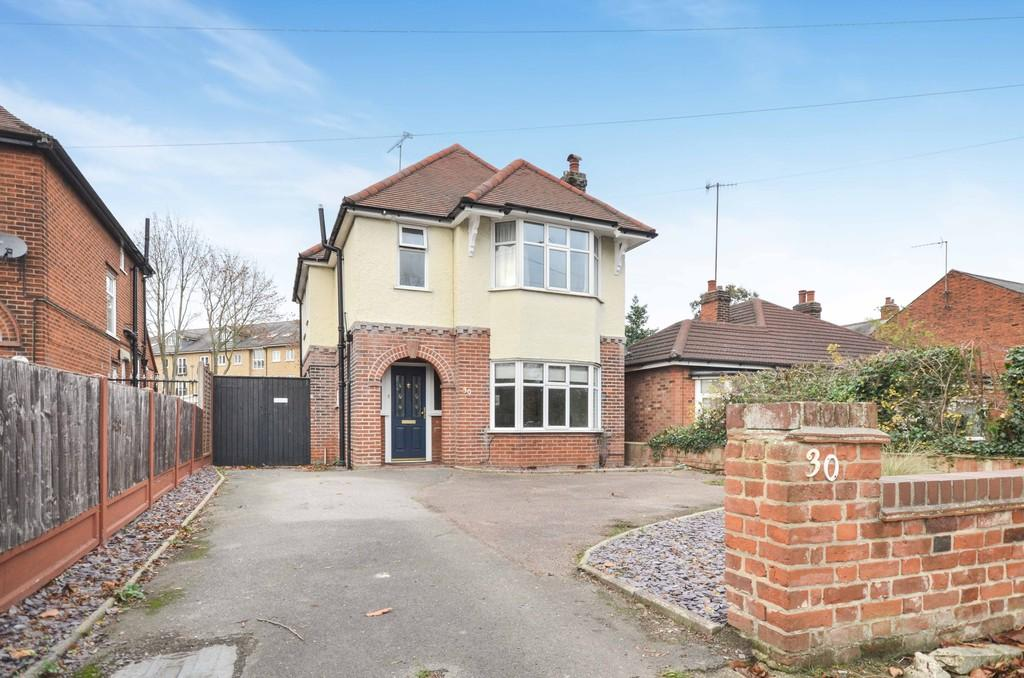 3 Bedrooms Detached House for sale in Cowdray Avenue, Colchester