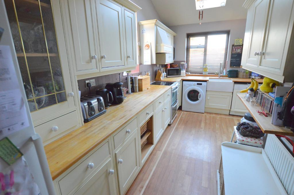 3 Bedrooms Semi Detached House for sale in Venetia Road, Stopsley, Luton, LU2 7XD