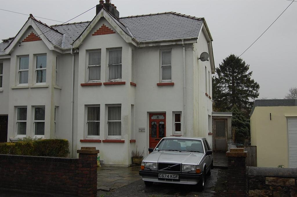 3 Bedrooms Semi Detached House for sale in Blaenau Road, Llandybie, Ammanford