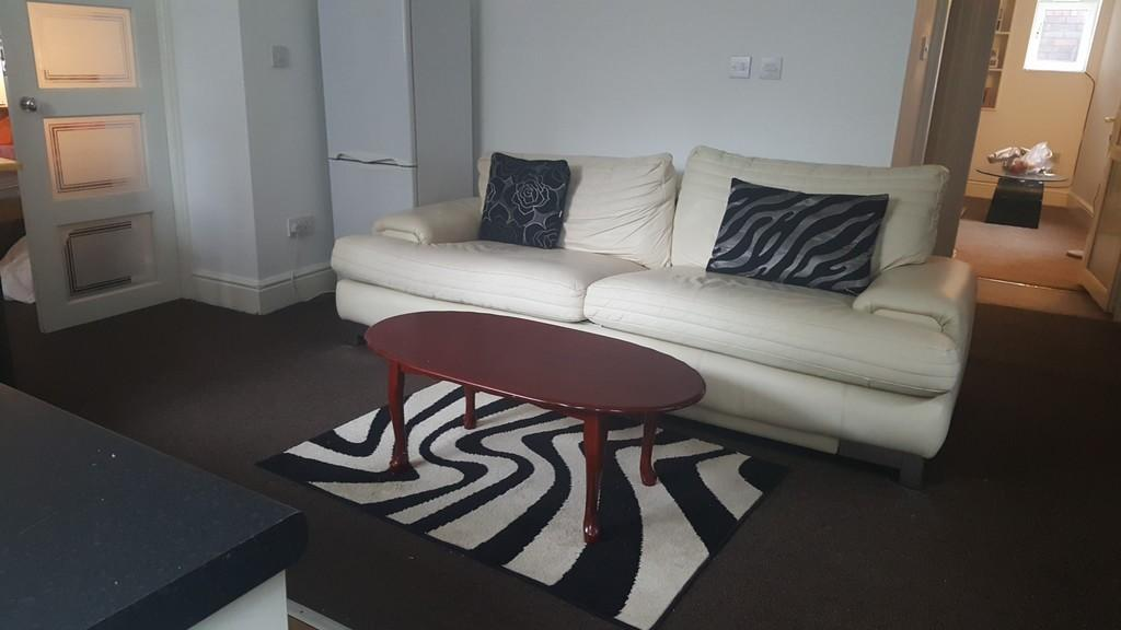 2 Bedrooms Apartment Flat for rent in Flat 1 95 Burnswick street