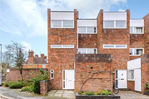 4 bedroom end of terrace house to rent - St. Marks Court, Cambridge, CB3