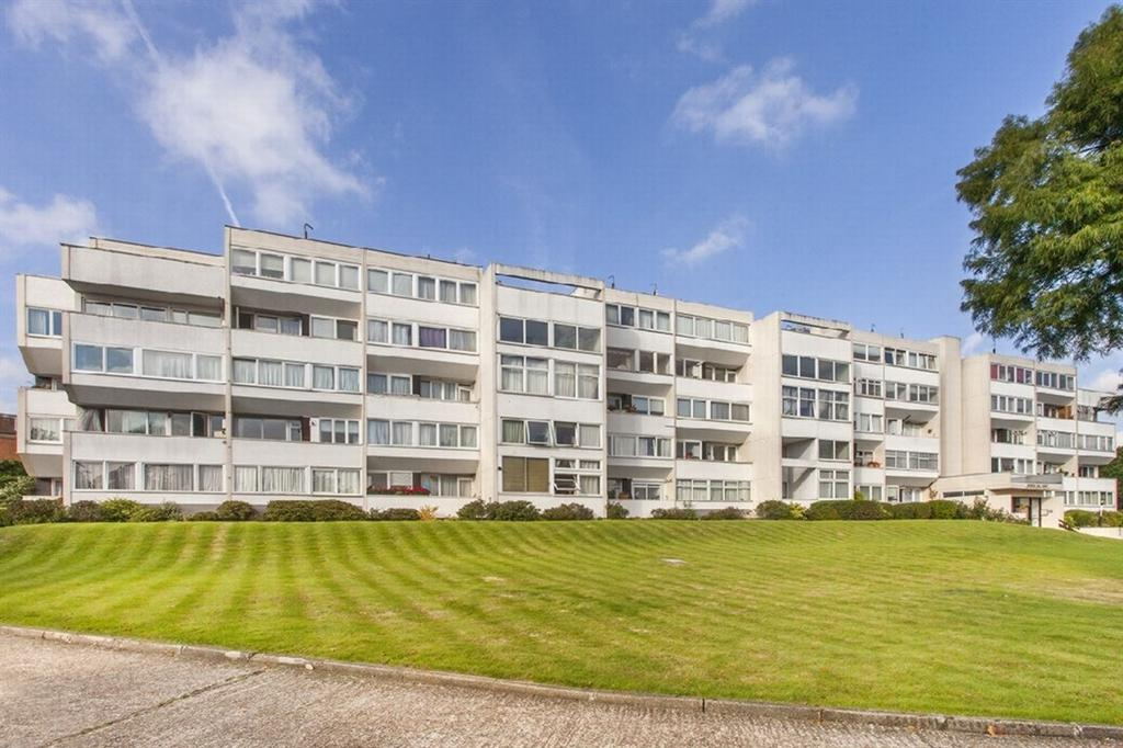 2 Bedrooms Flat for sale in Hendon Hall Court, Parson Street, Hendon, NW4