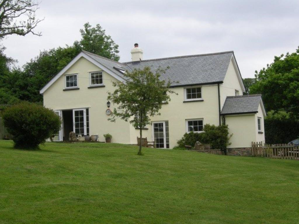 4 Bedrooms Detached House for sale in Taw Green, Okehampton