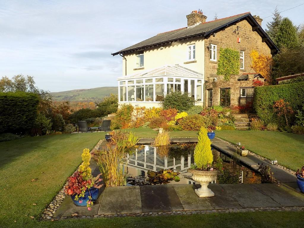 4 Bedrooms Detached House for sale in Macclesfield Road, Whaley Bridge
