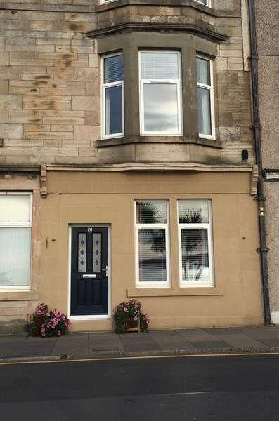 3 Bedrooms Flat for sale in 26 Glasgow Street, seafront, Millport, KA28 0DJ