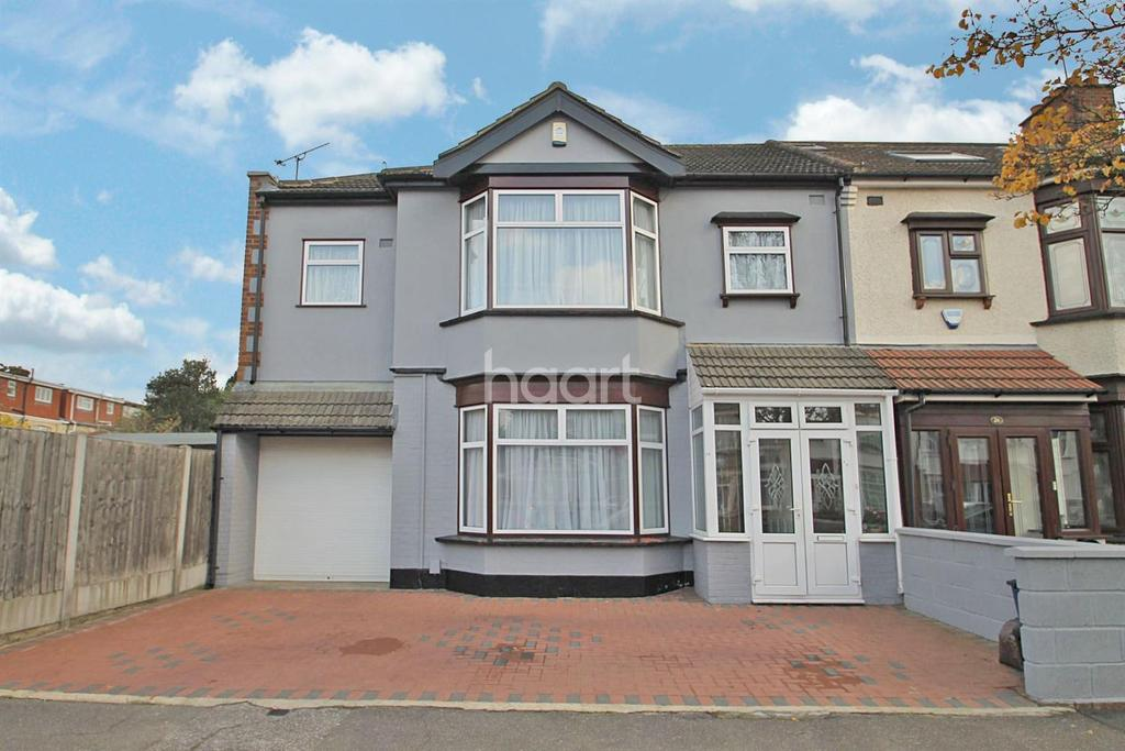 4 Bedrooms End Of Terrace House for sale in Mundon Gardens, Ilford, Essex